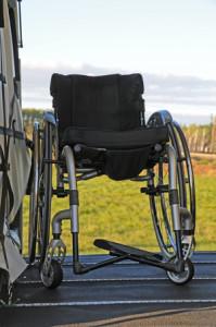 Rollstuhl im Laderaum der C208