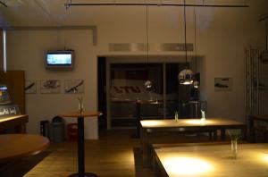 Treffpunkt mit Flair - Caravelle-Simulator in LTU-Lackierung in der Cafeteria